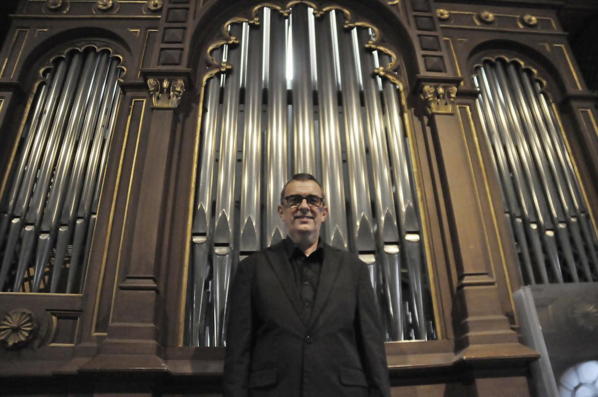 Jörg Wöltche - der Herr über 2.406 Orgelpfeifen und sein Liebling – die Königin der Instrumente - feiern ein gemeinsames Jubiläum.
